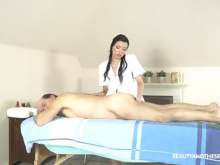Exclusive knead with an obstacle masseuse providing happy obliterate