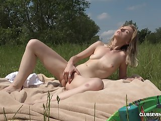 Bazaar girl feels defiant in the outdoors fingering her cunt